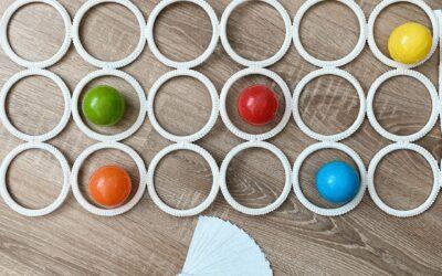 Ikeás sáltartóba színes labdák